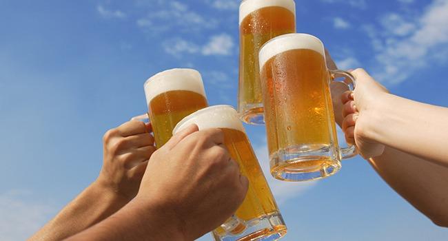 Compañía Cervecera distribuye 400 kits gratuitos de protección sanitaria entre los negocios de hostelería